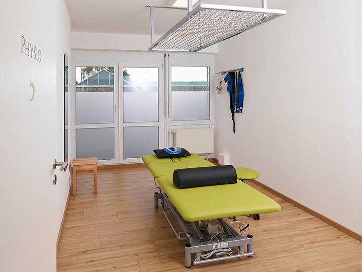 Physiotherapiepraxis Theramedica in Fellbach Oeffingen, Behandlungsraum mit Schlingentisch